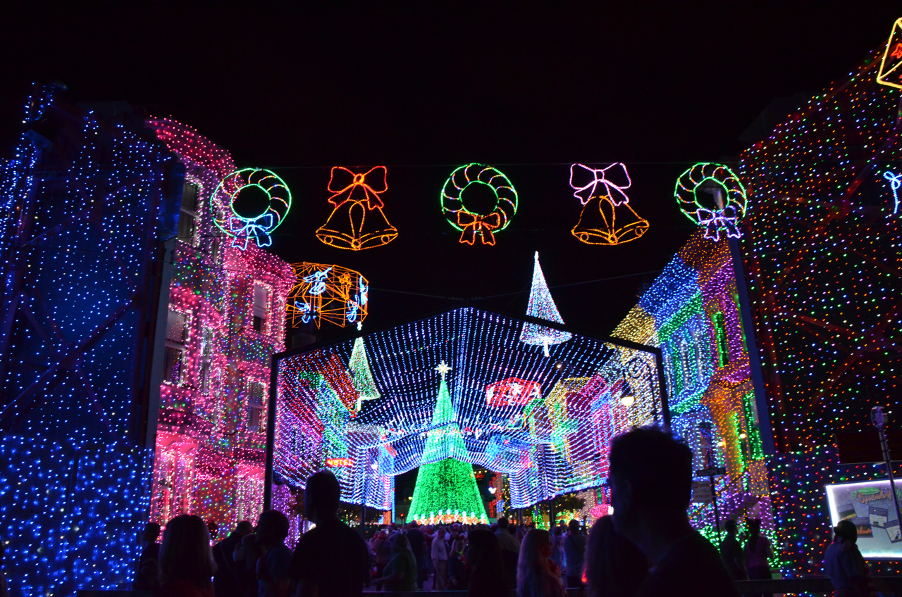 One Of My Absolute Favorite Christmastime Traditions At The Walt Disney  World Resort Is Going To See The Osborne Family Spectacle Of Lights Located  Within ...